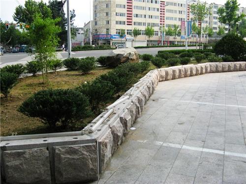 山东路公园安装五莲红火烧板实景