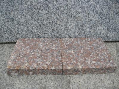 检验五莲红石材各表面是否有裂痕、缺边、缺角、色差、色版痕线等缺陷
