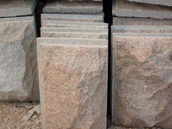 金刚红蘑菇石
